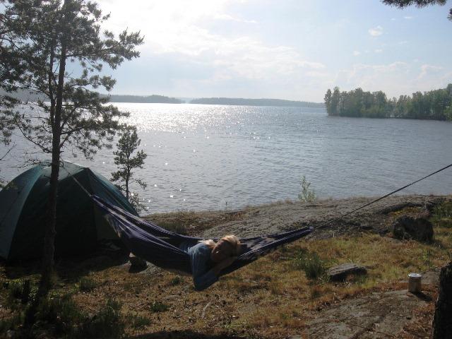 рядом с палаткой