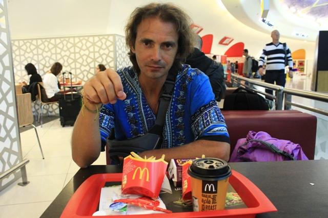 Макдональдс в аэропорту Абу - Даби