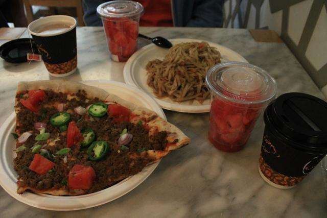 бесплатный обед в Абу - Даби