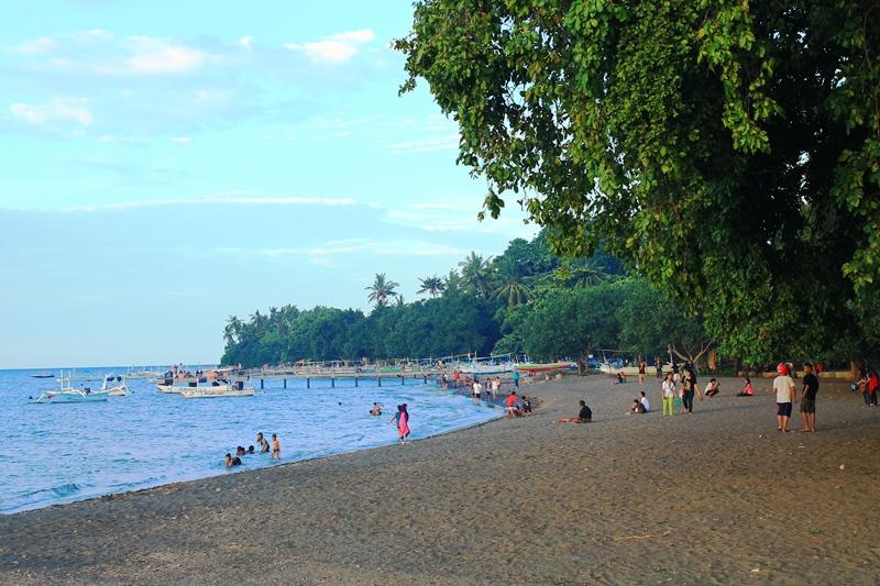 Бали Ловина центральный пляж
