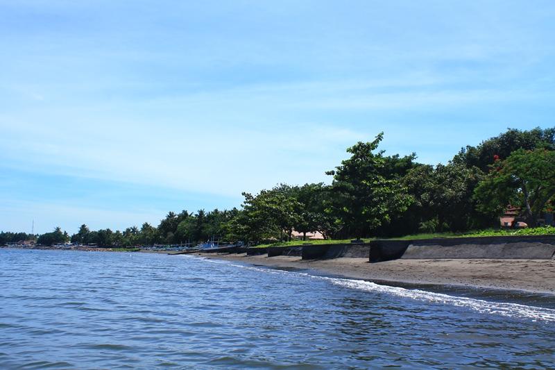 Бали лучший пляж в Ловине