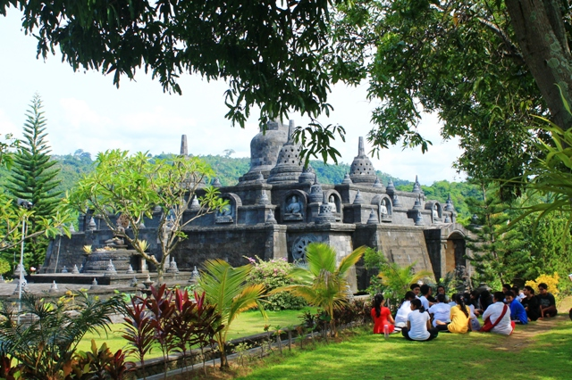 Бали буддистский монастырь ретрит