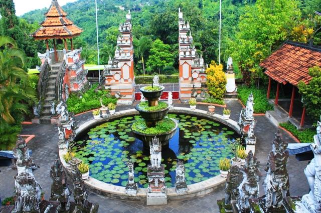 Бали буддистский монастырь