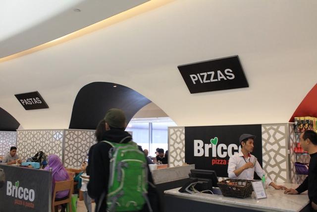 пицерия в аэропорту Абу - Даби