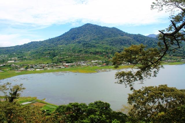 озеро Буян Бали
