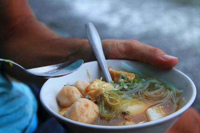 Бали еда в Индонезии суп