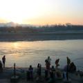 купание в Ганге на рассвете