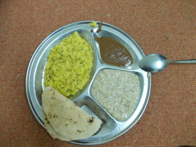 обед в ашраме индии