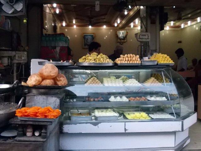 сладости на рынке в харидваре
