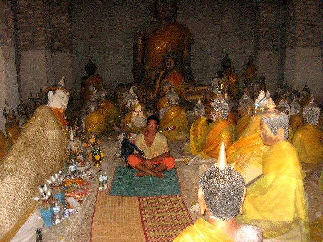 кораловый Будда