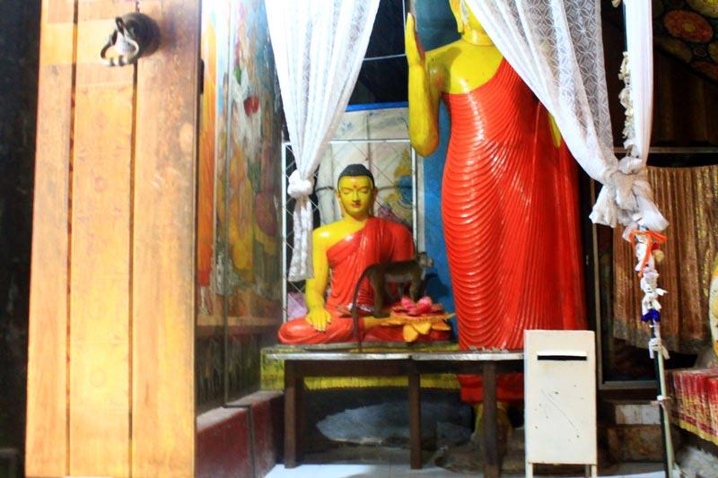 подъем на гору сигирия храм лежащий будда
