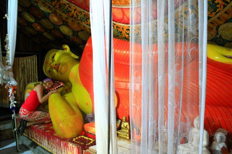 сигирия храм лежащий будда