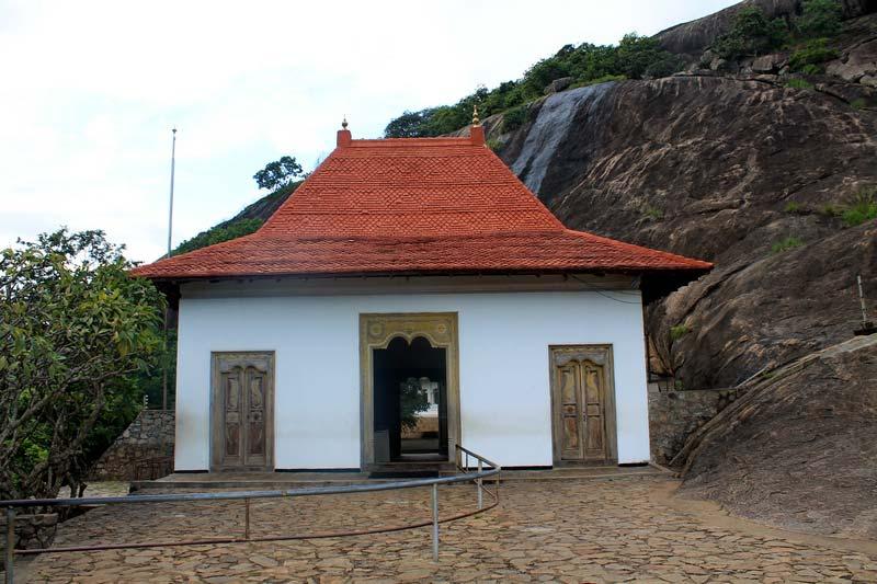 вход в пещеры дамбулы 7