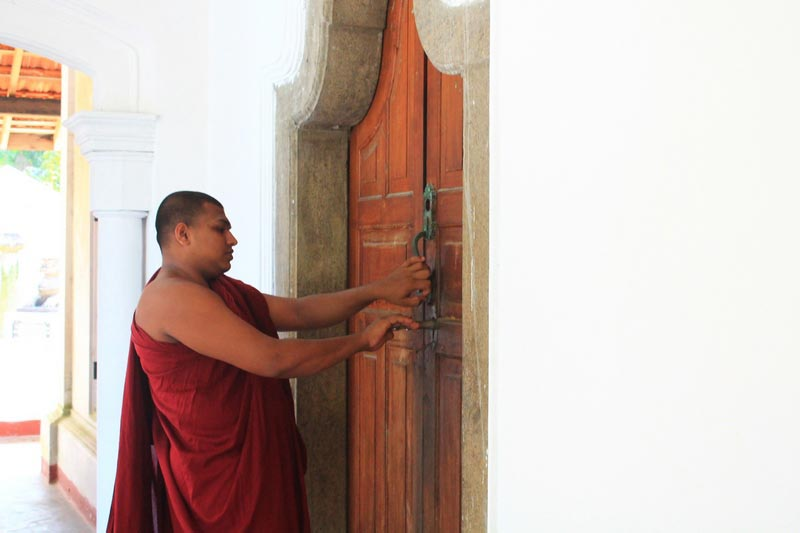 11 монахи шри ланка