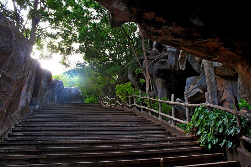 золотой храм дамбулы вход к пещерам