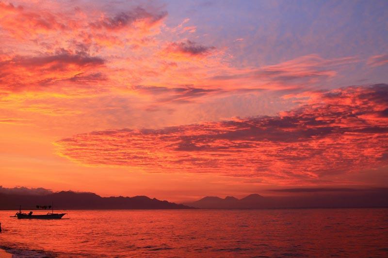 11 индонезия фото закат в море