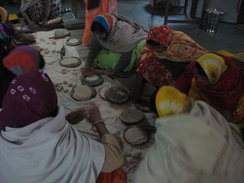 6 индийские женщины на кухне