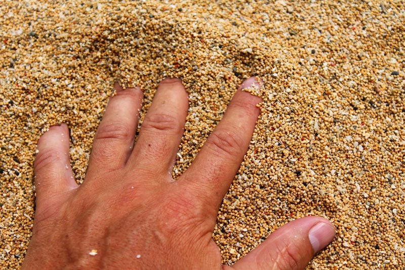 6-песок-на-пляже-санур