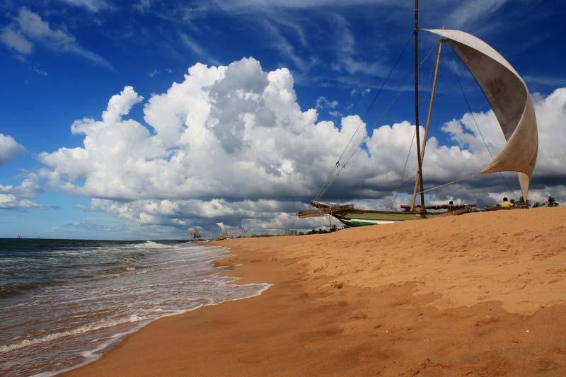 2-пляж-негомбо-катамаран