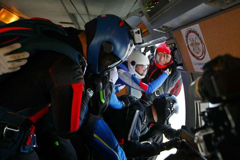 момент прыжка из самолета