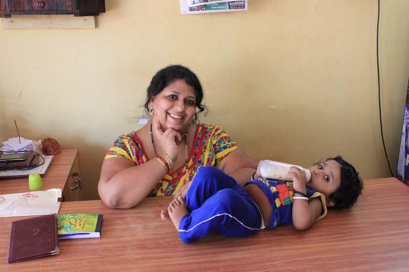 18-индийская-женщина-и-малыш
