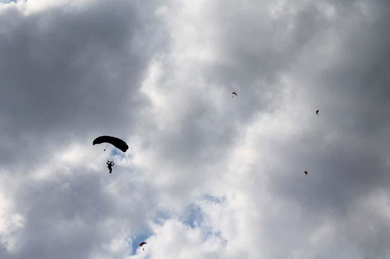 8-парашютист