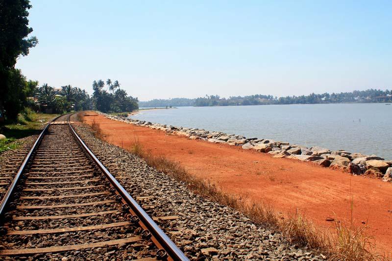 1-река-рельсы-фото