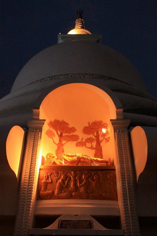 пагода ночью