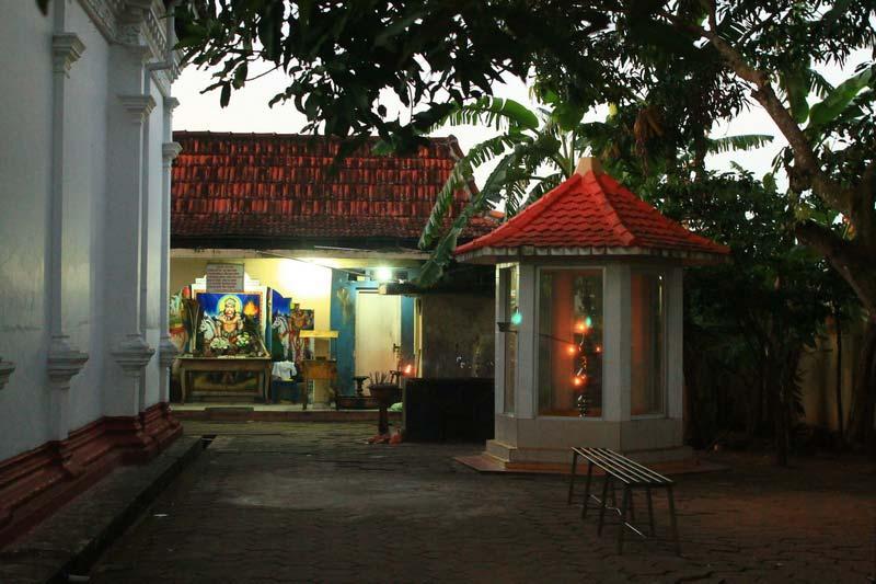 13а-двор-храма-шри-ланка