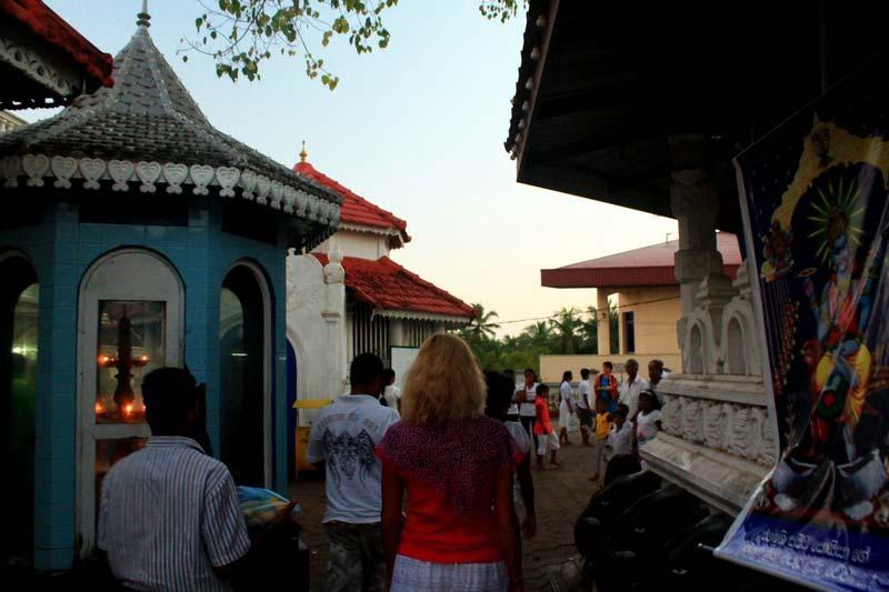 14-храмовая-служба-шри-ланка