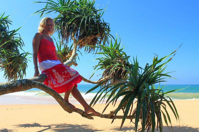 31-девушка-на-пальме