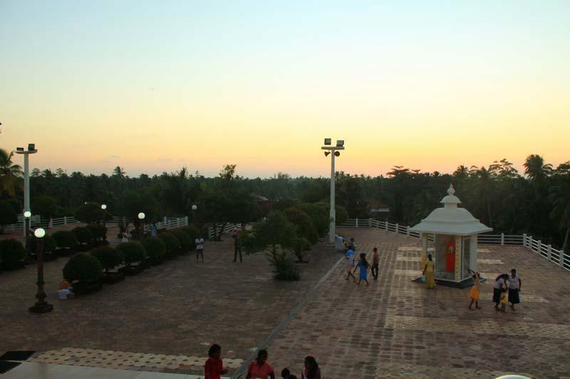 8-храм-канди-вихара-вечер