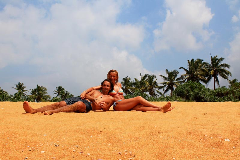 5-фото-двое-пляж-и-пальмы