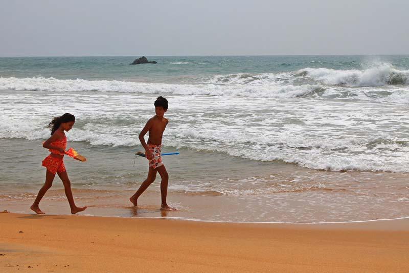 дети у моря фото