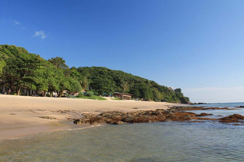 пляж-клонг-нин-камни