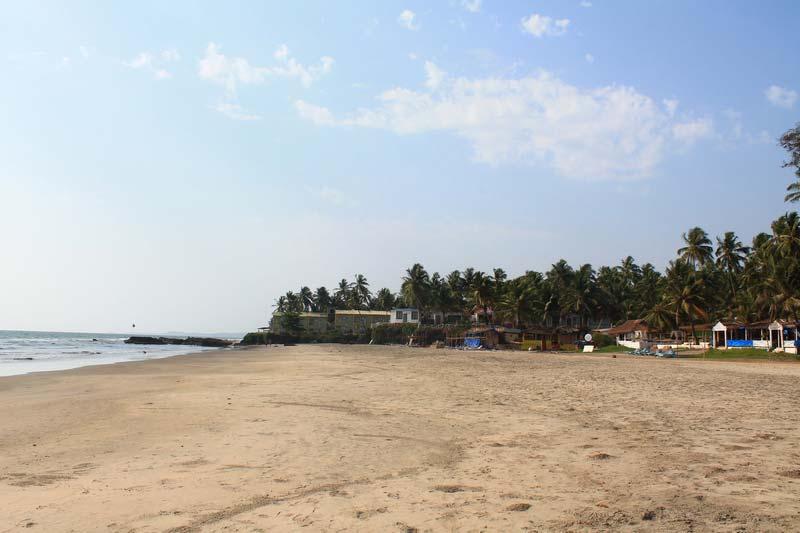 25-FabHotel-Ashwem-Beach-пляж