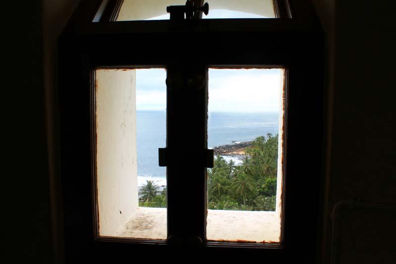 9--окно-маяк-матара-шри-ланка