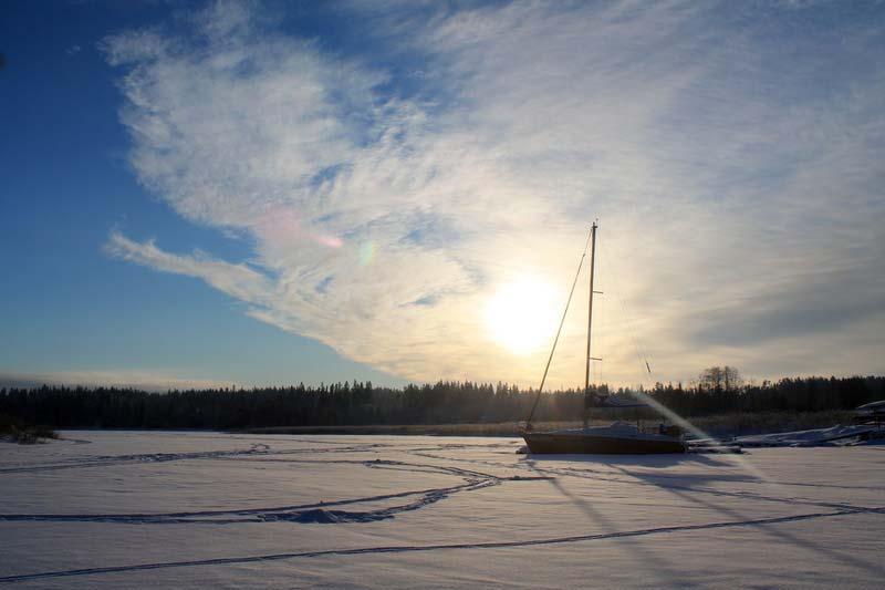9-яхта-во-льдах-фото