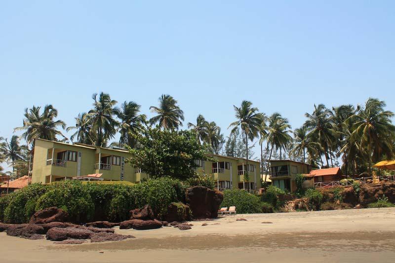 38-FabHotel-Ashwem-Beach