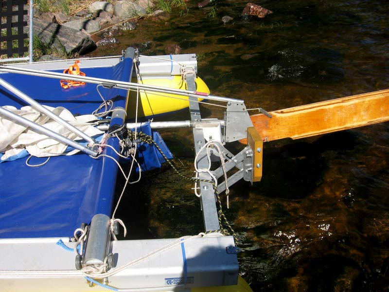 Транец на катамаран, Интересует конструкция самодельного транца под