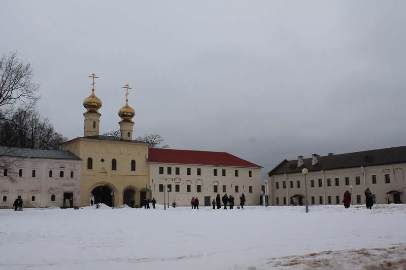 14 фото монастырь тихвинский зимой