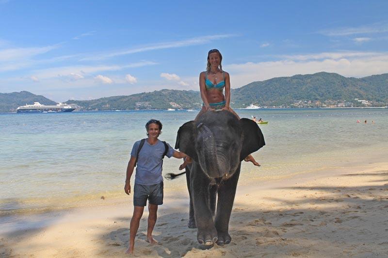 16-на-слоне-по-пляжу