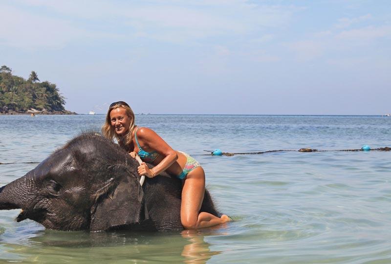 7-фото-купание-со-слоном-в-море