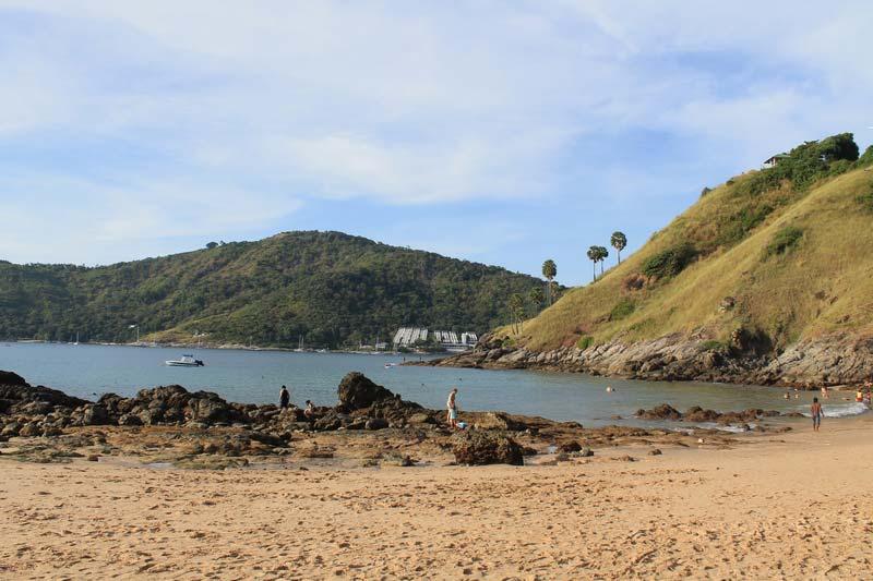 пляж-януи-камни-фото