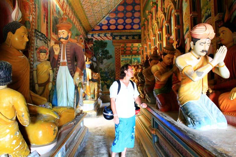 27-внутри-буддийского-храма-фото