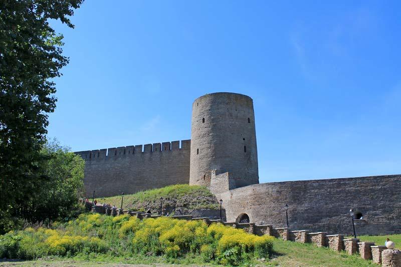 14-крепостная-стена-с-башней-фото