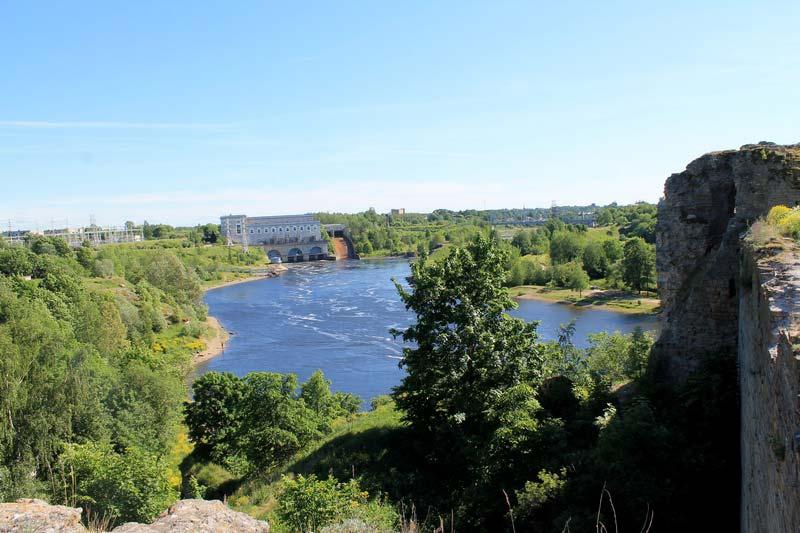 19-ивангородская-крепость-река