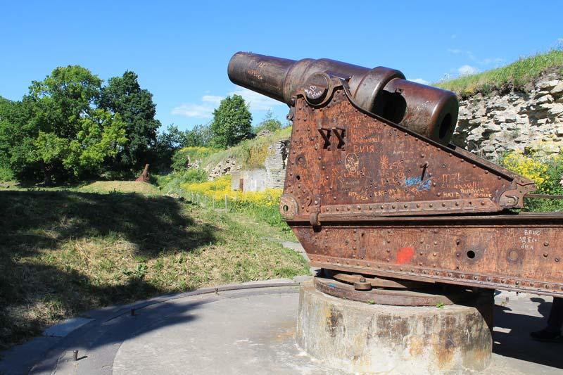 20-орудия-ивангородской-крепости