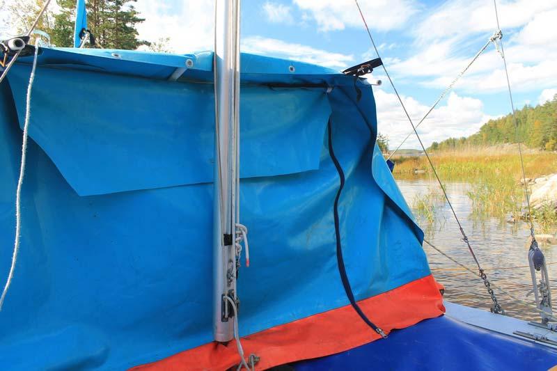 вход-в-палатку-на-катамаране