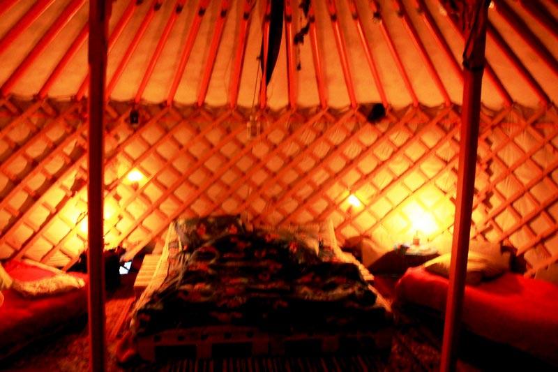 16-mongolskaya-yurta-iznutri-foto
